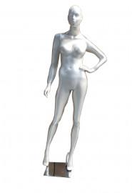 Manequim feminino fitness com face mão na cintura perola